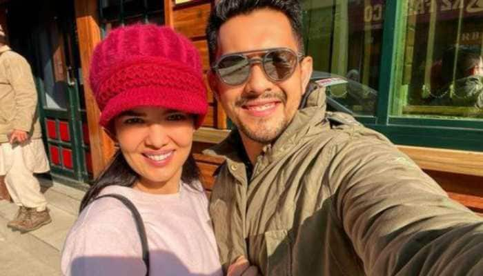 Newlyweds Aditya Narayan and Shweta Agarwal fly to Kashmir for honeymoon
