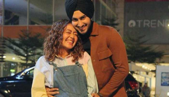 Is singer Neha Kakkar pregnant? Viral pic with hubby Rohanpreet Singh sends internet into a tizzy!