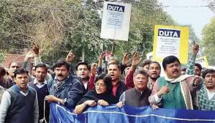Delhi University teachers 'struggle' to find adequate facilities on day 1, flay reopening order