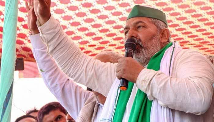 Stage collapses at farmer leader Rakesh Tikait's 'mahapanchayat' in Haryana's Jind: WATCH