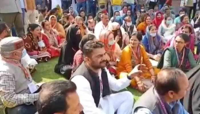 J&K: DDC members call off protest, will meet L-G Manoj Sinha on March 12