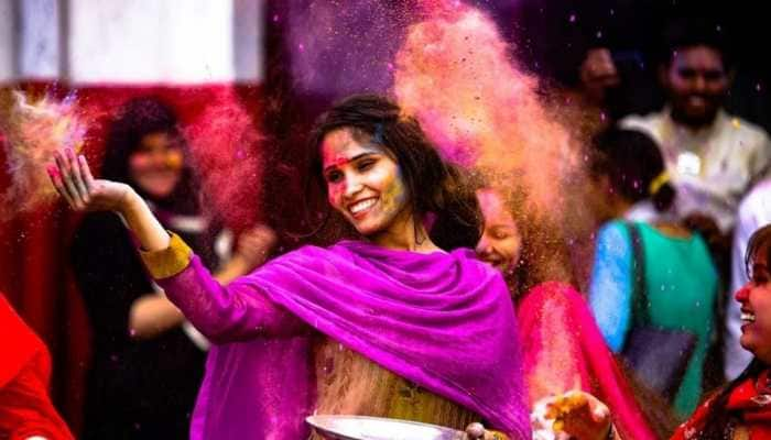 Holi 2021: How to keep your skin safe from colours - Easy Tips