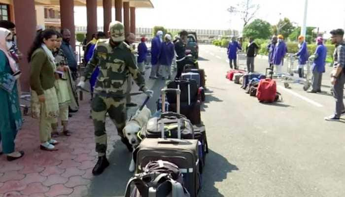 Stranded in India due to COVID-19 lockdown, 133 Pakistani nationals return home via Wagah border