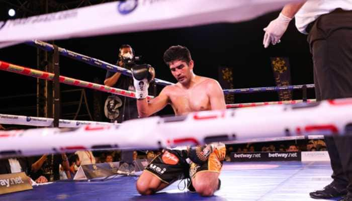 Vijender Singh's unbeaten run in professional boxing ends, lose to Artysh Lopsan in Goa