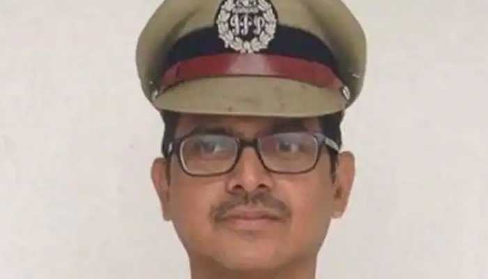 MHA gives compulsory retirement to famous UP cadre IPS officer Amitabh Thakur
