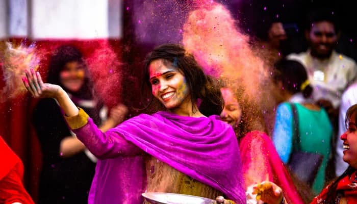 Holi 2021: Why to be careful if you wear contact lenses