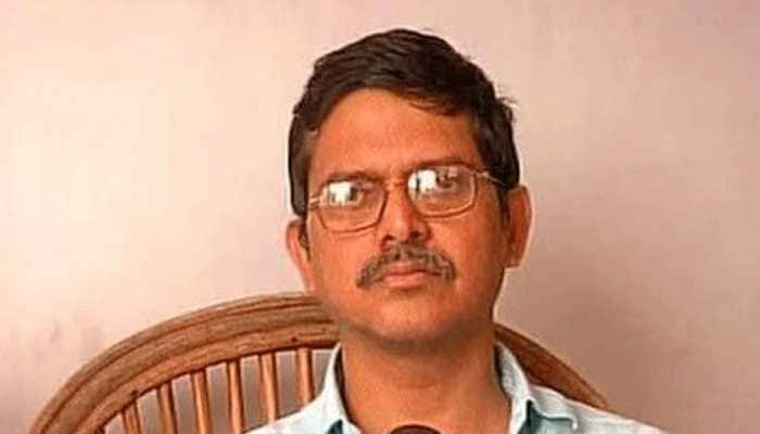 """IPS officer Amitabh Thakur found """"not suitable"""" to continue, retired prematurely"""