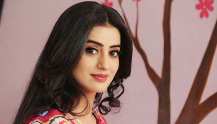 Bhojpuri sizzler Akshara Singh's video on Ek Ladka Chahiye song goes viral - Watch