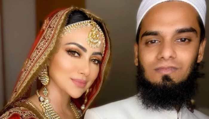 Dila dun tennu Burj Khalifa, Sana Khan's pic with husband is going viral