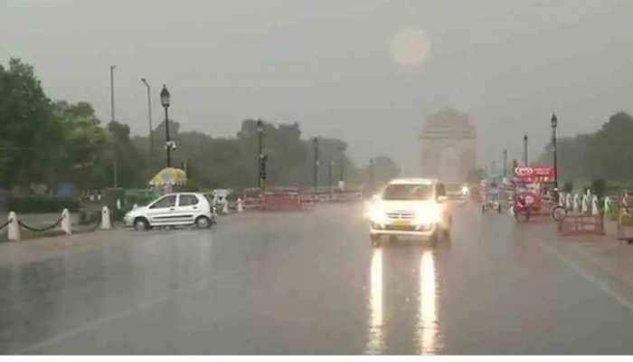 Dust storm hits Delhi, light rains witnessed in some areas
