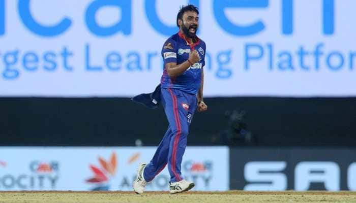IPL 2021 DC vs RCB: Netizens react as Amit Mishra gets a warning for applying saliva on the ball - WATCH
