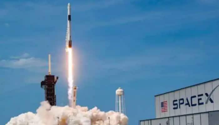 SpaceX returns 4 astronauts to Earth in rare night splashdown