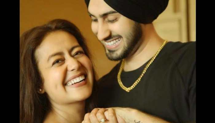 Neha Kakkar-Rohanpreet Singh look adorable in poster of new music video 'Khad Tainu Main Dassa'!