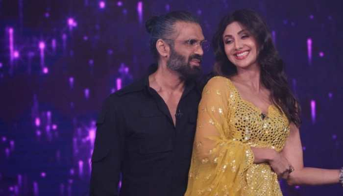 Shilpa Shetty and Suniel Shetty recreate 'Dhadkan' magic on the sets of Super Dancer Chapter 4 - Watch