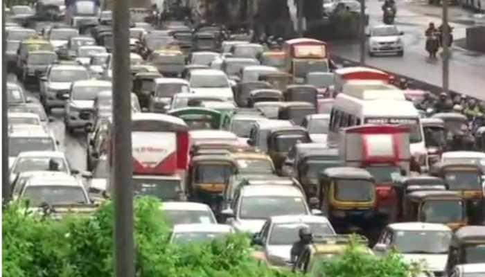 Traffic snarls across Mumbai as rain lashes city