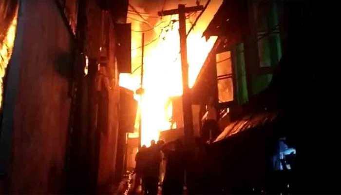 Fire breaks out at Noida's Ganga shopping complex, 6 firetenders on spot