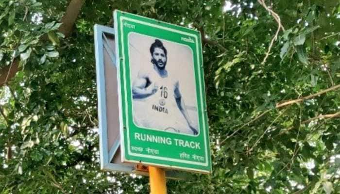 Farhan Akhtar's picture from 'Bhaag Milkha Bhaag' put up on running track in Noida Stadium, removed after backlash
