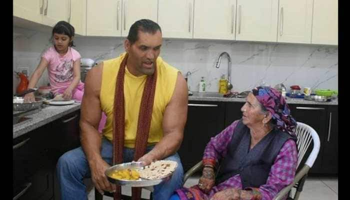 WWE wrestler The Great Khali or Dalip Singh Rana with his mother Tandi Devi. (Source: Twitter)
