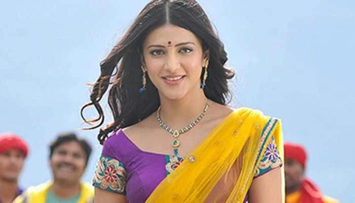 Trending: Shruti Haasan's throwback saree picture goes viral, fans say 'oye hoye'!