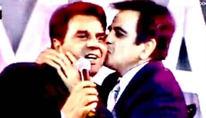 'Saira ne jab kaha, dekho Sahab ne palak jhapki hai', Dharmendra recalls heart numbing moment from Dilip Kumar's funeral!