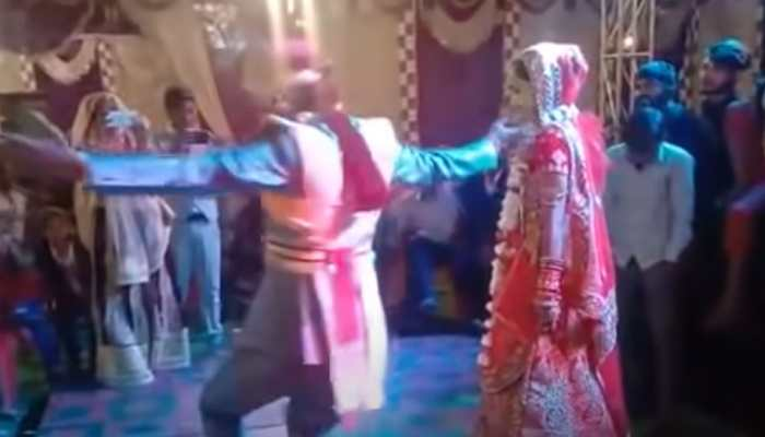 Viral: Groom's unique dance on Tujhko hi Dulhan banaonga with bride sets stage on fire - Watch