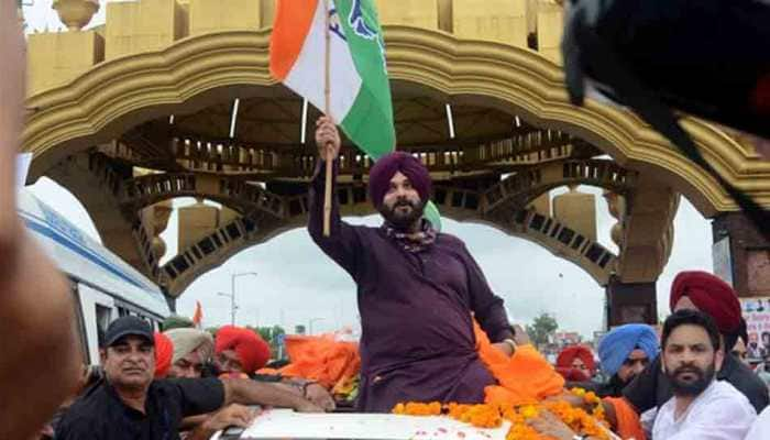 In first show of strength, Navjot Singh Sidhu visits Golden Temple with 62 MLAs