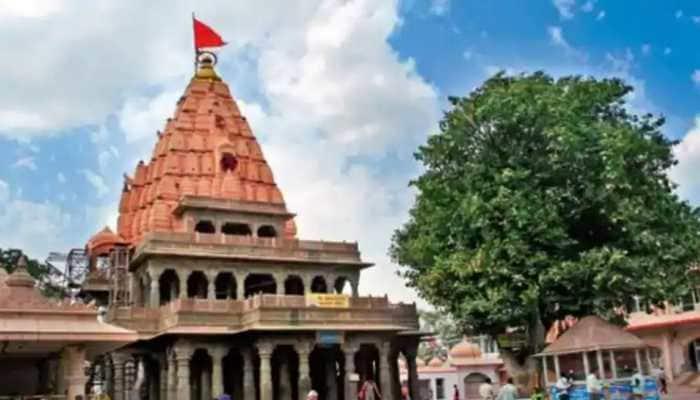 Devotees flout COVID norms, throng Ujjain's Mahakaleshwar Temple