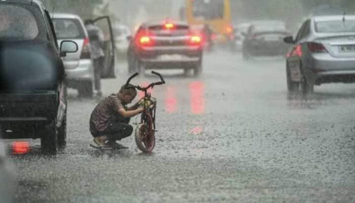 Heavy rain lashes parts of Delhi-NCR, IMD predicts more rainfall